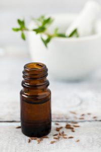 Kümmelöl hilft gegen Magenkrämpfe und Koliken