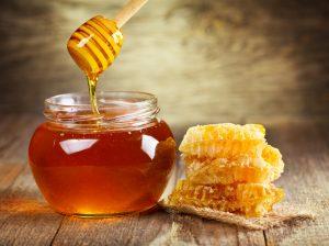 Honig lindert Halsschmerzen auch nach Mandeloperation